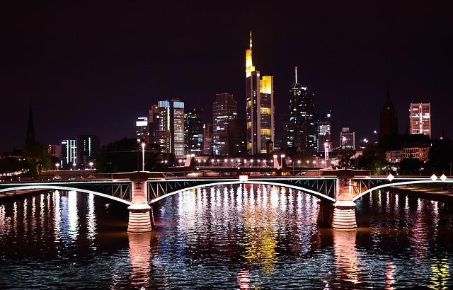 frankfurt-1095296_640